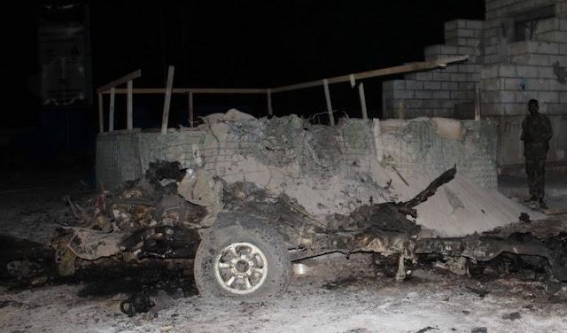 Dois soldados foram mortos em um ataque suicida com carro-bomba perto de edifícios do parlamento na capital somali, Mogadíscio, na noite de sábado, disse um oficial de segurança