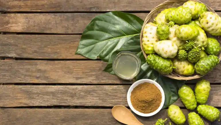 7-manfaat-kesehatan-dari-buah-mengkudu