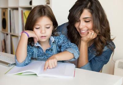 Belajar Huruf Abjad Anak TK Perempuan