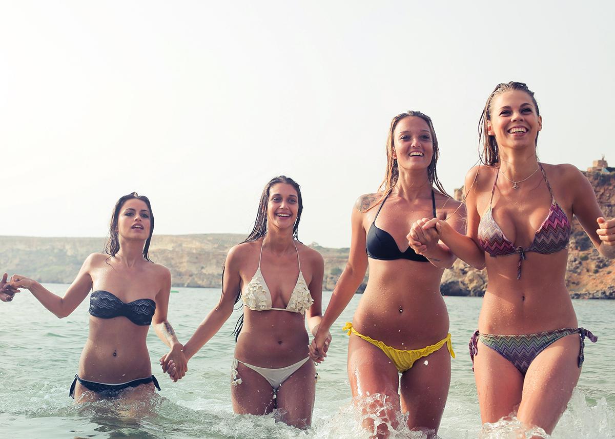 kumpulan foto ceek pakai Bikini