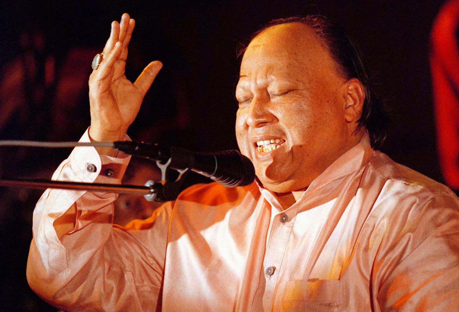 NUSRAT FATEH ALI KHAN MP3 QAWWALI COLLECTION