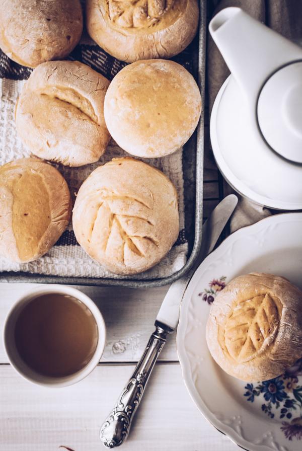 Rezept: Die perfekten Kürbis-Brötchen zum Frühstück, Brunch oder als Beilage zur Suppe oder Eintopf. Titatoni.de