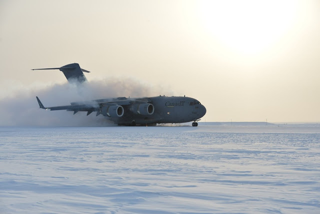 CANADIAN C17 LANDS FOR FIST TIME ON FROZEN RUNWAY