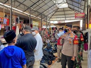 Tekan Penyebaran Covid-19, Kapolres Enrekang Terjun Langsung Edukasi Prokes Di Pasar Sentral Enrekang