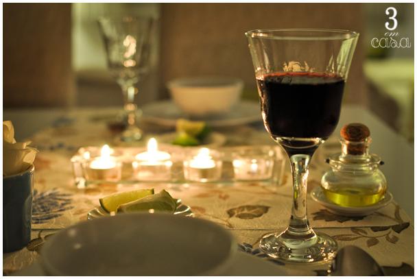 mesa posta para caldo e sopa