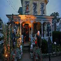 Play  FunEscapeGames-Brilliant Halloween House