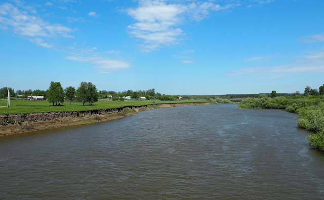 Река Иня (вид с моста возле о.п. Льнозавод)