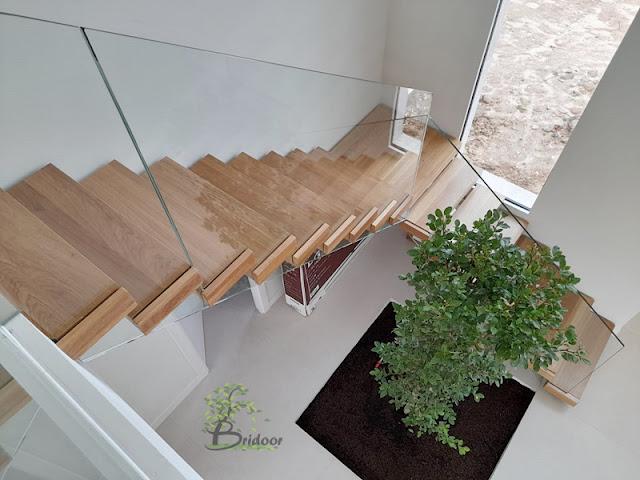 escalera madera y vidrio chalet