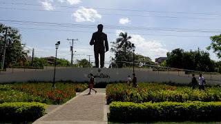 Statue near Leon