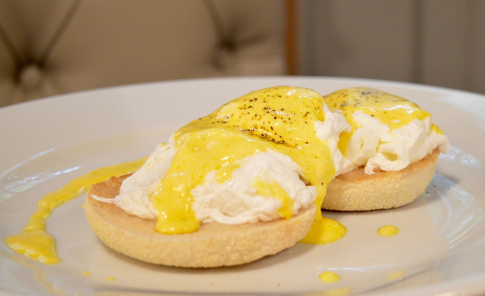 The Kingslodge Inn, Durham   A Review - A lovely budget hotel near the train station and city centre - eggs benedict