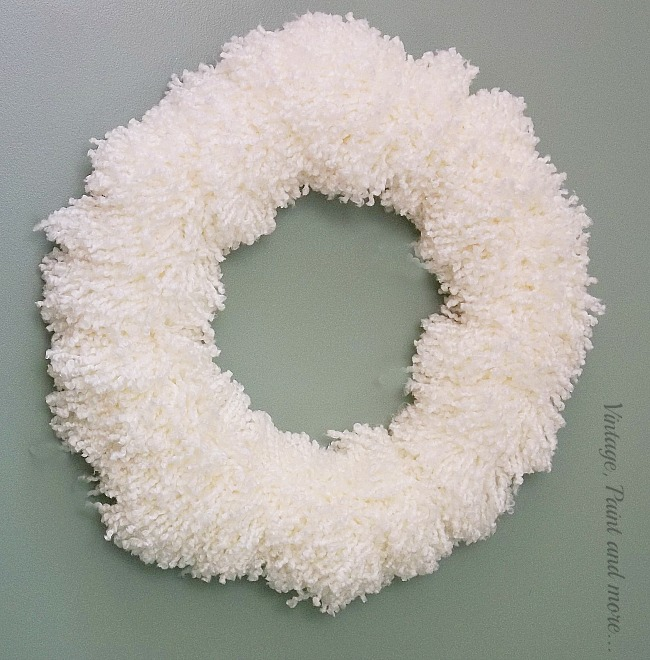 Vintage, Paint and more... a farmhouse wreath made using yarn and a wire wreath form