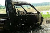 Mobil terbakar di jalan raya tonjong,desa cikutamahi kecamatan cariu-Bogor