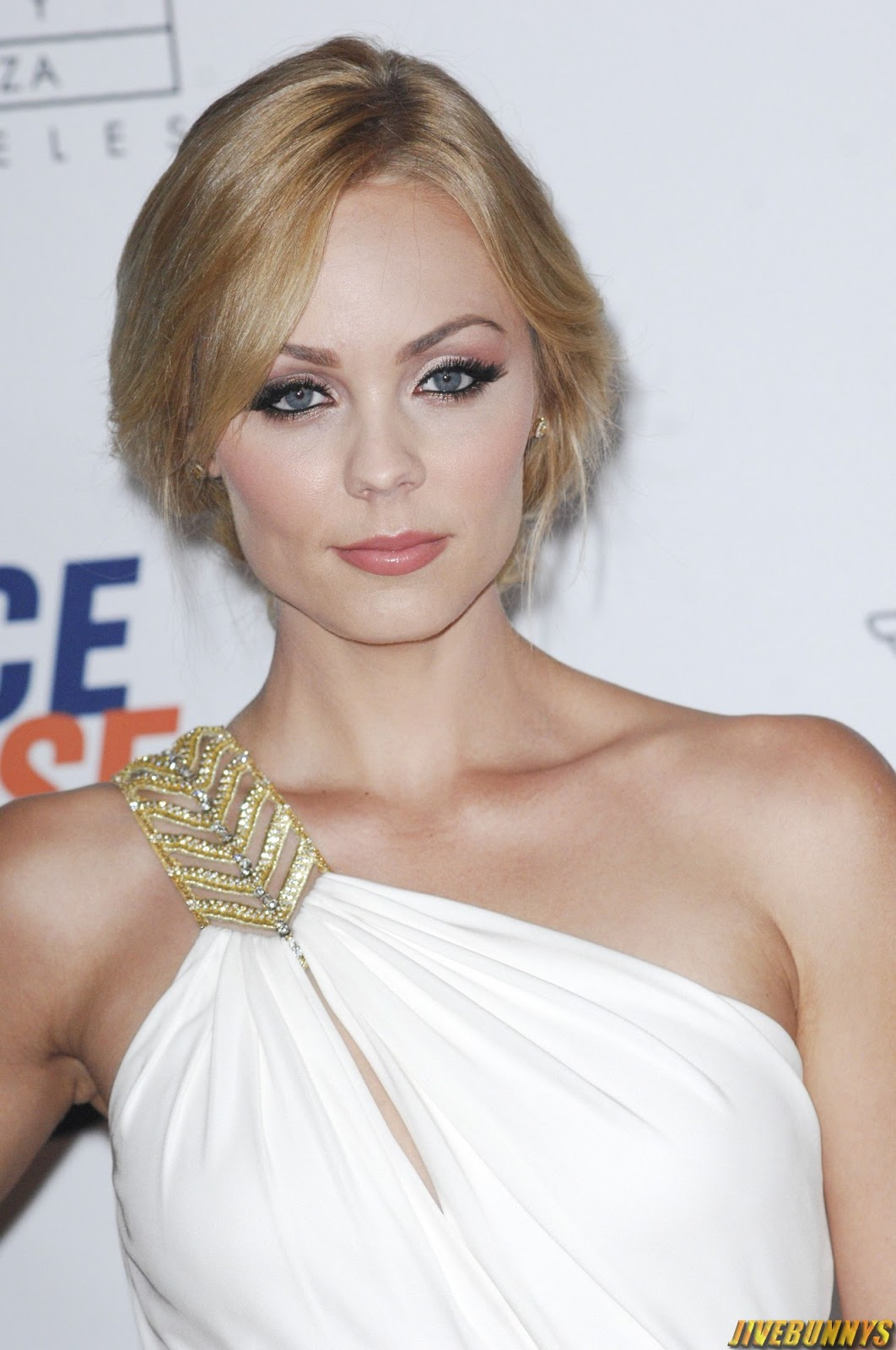 Laura Vandervoort Nude Photos