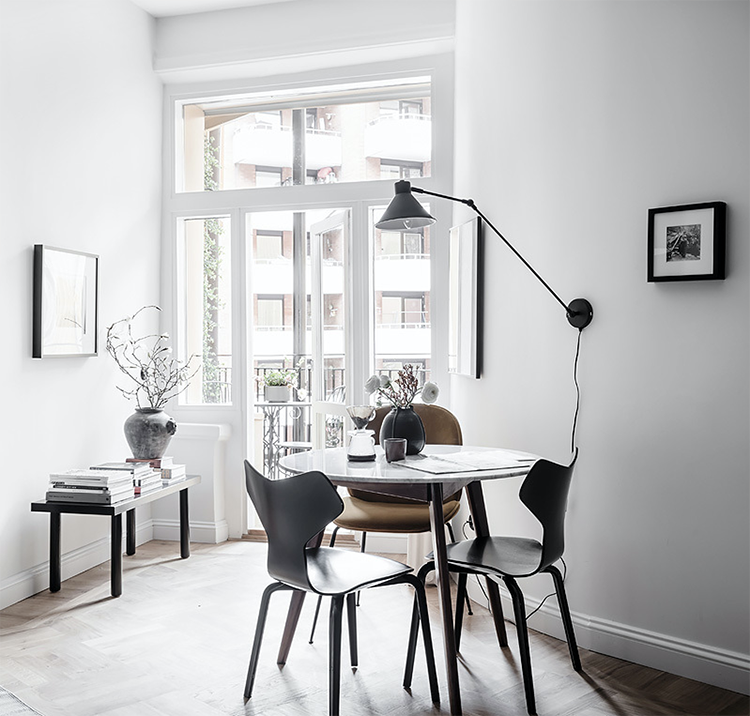 How to light a dining room without a ceiling light, alternative dining room lighting ideas, lighting above the dining table, swing arm wall lamp above the dining table, long arm wall lamp in the dining room. Photo via Entrance