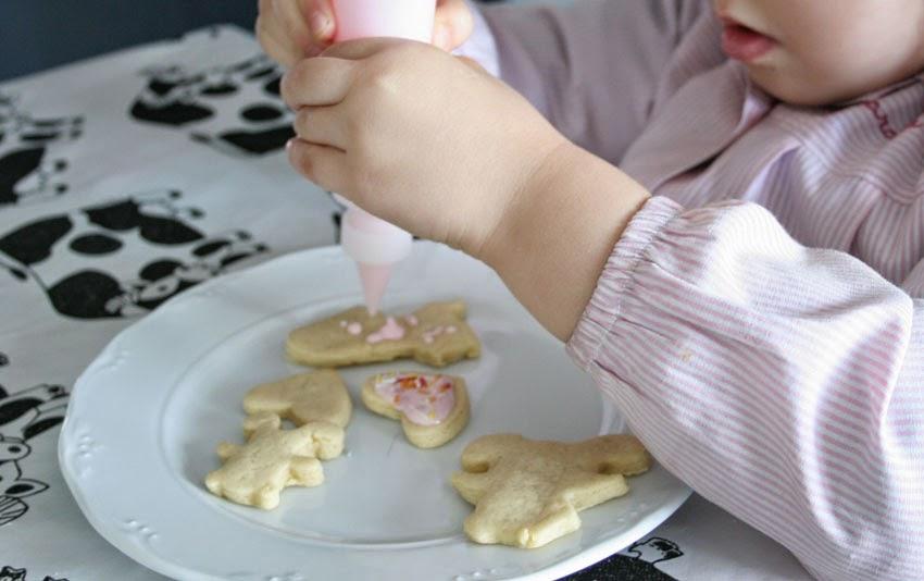 Decorando las galletas con glaseado