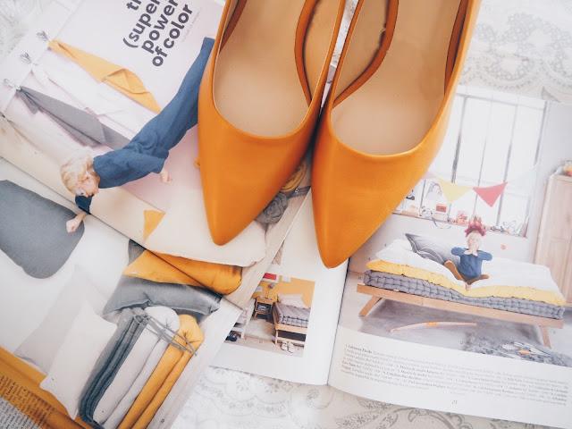 photo-maituins-novedades-primavera-parfois-mostaza-zapatos-tacon-salon-stiletto-moustard
