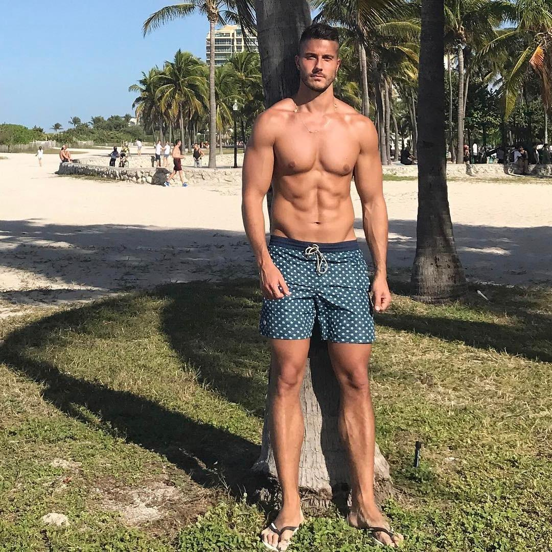 bare-chest-brazilian-men-david-novoa-pictures