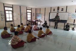 Bentuk Karakter Generasi Muda, Satgas TNI Yonif 756/WMS Mengajar di Pedalaman Papua