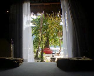 kamar bisnis kapasitas 4 dengan view pantai