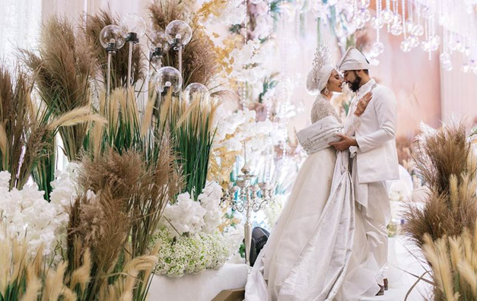pampas grass decor wedding