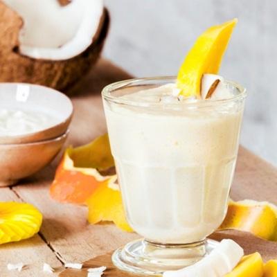 5. Smoothie kelapa penurun berat badan. Resep smoothie ini bisa menurunkan berat badan dan melangsingkan perut. Smoothie ini kaya akan serat, vitamin, dan antioksidan sehingga bisa menyehatkan tubuh, membakar lemak, sekaligus membuat anda merasa kenyang lebih lama.