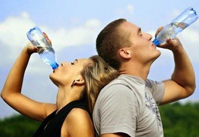 8 Manfaat Minum Air Putih Tiap Hari