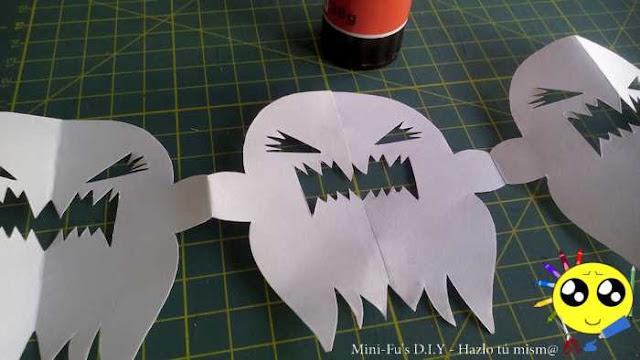 Como hacer fantasmas de papel para Halloween