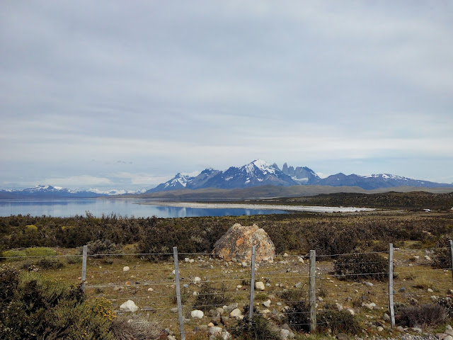 Torres del Paine desde el Lago Sarmiento