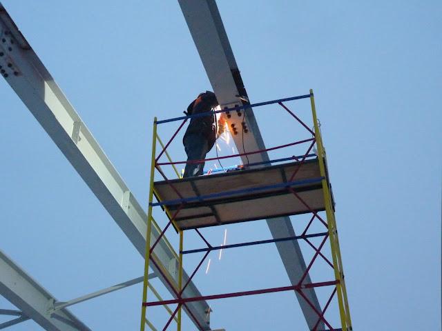 Бригада монтажников металлоконструкций