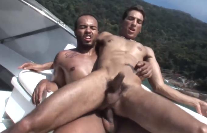 Brasileiros fodendo no barco em capa