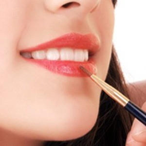 Cara Menipiskan Bibir Wanita Lidah Bisa