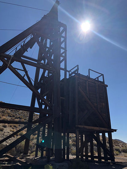 Old abandoned mine headframe at the Mining Museum in Tonapah, NV (Source: Palmia Observatory)