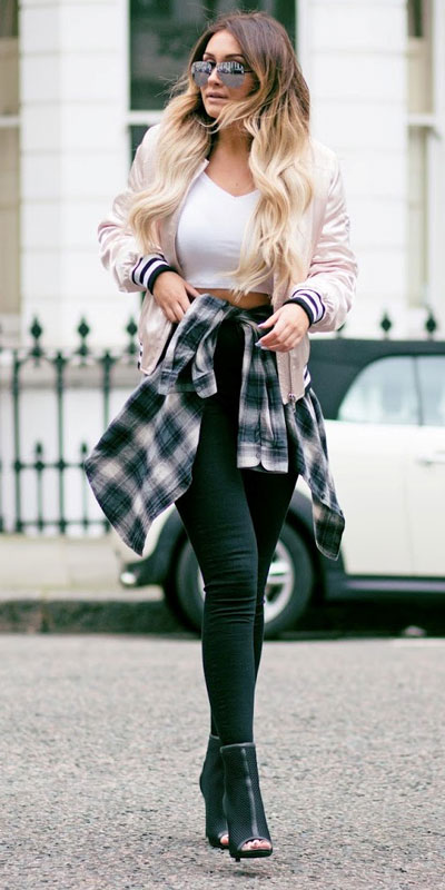 Are you wondering which pieces of clothing are in style this winter? Here we've prepared a complete list of the best winter fashion lookbook. Women's Outfit Ideas via higiggle.com #winterstyle #fashion #jeans #jacket