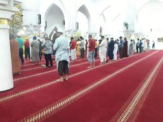 hukum Shalat Berjama'ah Dengan Shaf Renggang Saat Terjadi Wabah