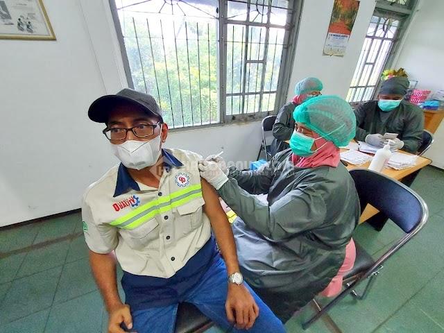Bantu Sukseskan Program Pemerintah, 140 Karyawan Pabrik Ikuti Vaksinasi Gotong Royong