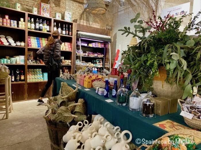 マドリードの雑貨屋さんで見つけたスペイン食材コーナー