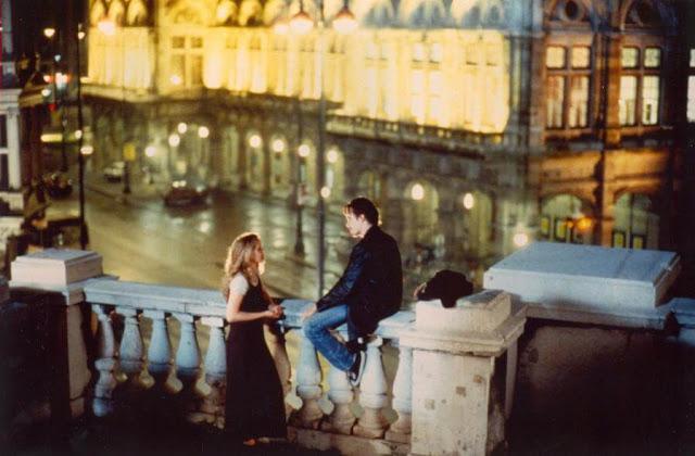 Thành phố Vienna độc đáo với sự hòa trộn cả nét đẹp văn hóa lẫn kiến trúc chính là bối cảnh của bộ phim tình cảm lãng mạn kinh điển Before Sunrise. Hai người xa lạ tình cờ gặp nhau trên một chuyến tàu đã quyết định xuống ở ga Vienna và dành cả đêm đó bên nhau, lang thang khám phá thành phố. Phần lớn các cảnh quay được thực hiện trên đường phố ở Vienna, khiến người xem có cảm giác cũng đang được theo chân nhân vật dạo quanh thành phố. Trong đó có nhiều địa điểm nổi tiếng như Wiener Riesenrad, Kleines Cafe, Cafe Sperl, Maria am Gestade, Friedhof der Namenlosen, Maria Theresien Platz và Zollamtssteg Bridge. Bất cứ du khách nào cũng có thể học theo họ và khám phá Vienna bằng cách đi bộ hoặc xe bus hai tầng hop-on hop-off.