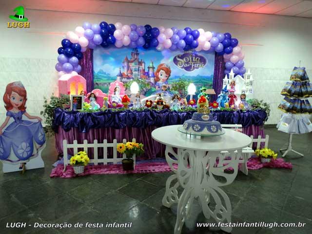 Decoração mesa luxo de tecido tema Princesa Sofia para festa infantil feminina