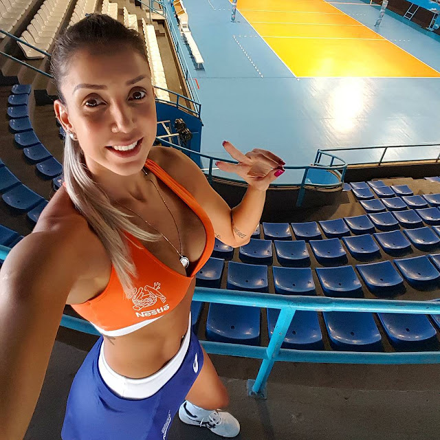 Sexy volley: Thaísa Daher