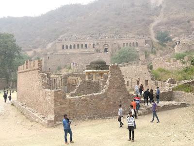 bhangarh fort view