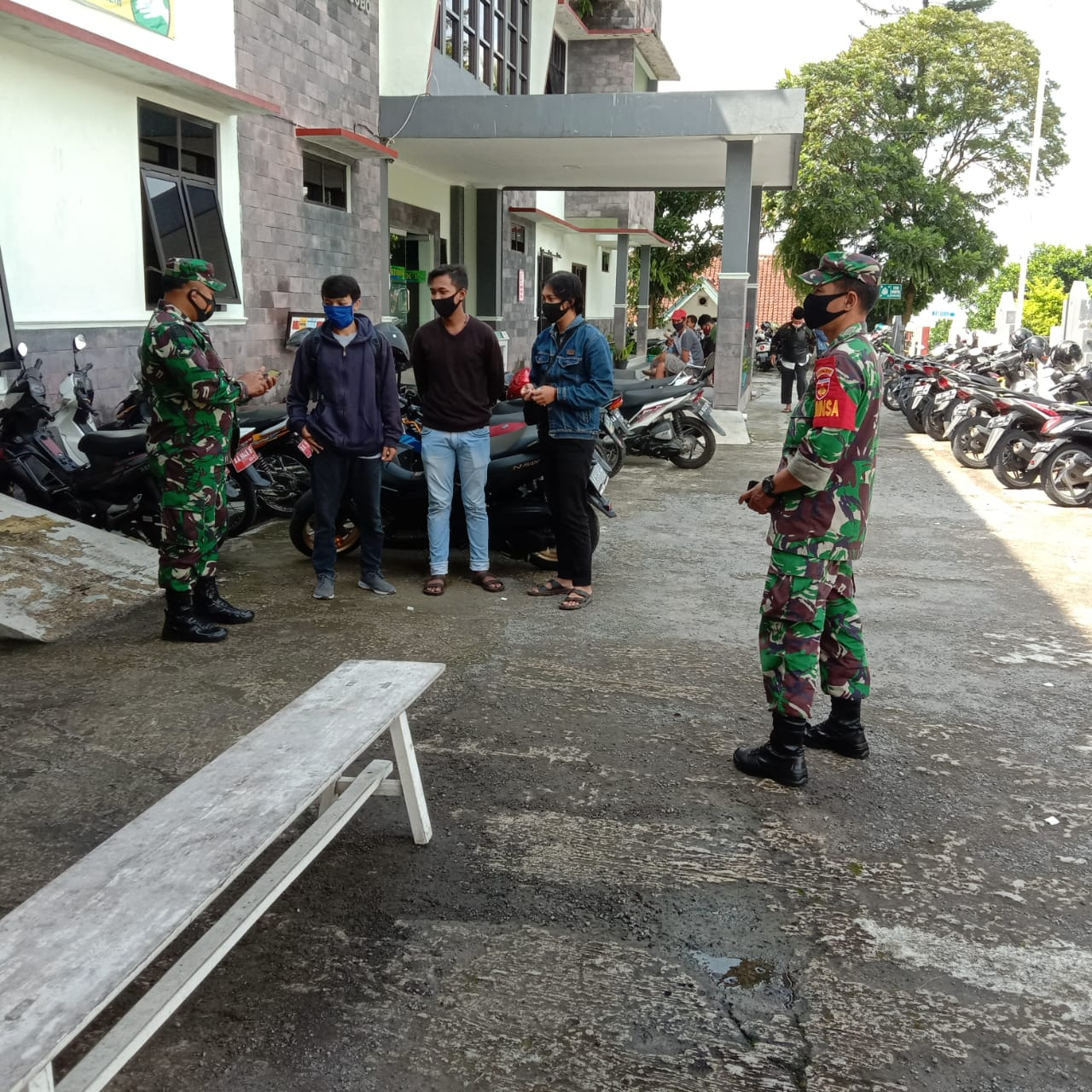 TNI Kawal Pelaksanaan Rapidtest Bagi Petugas Pilkada