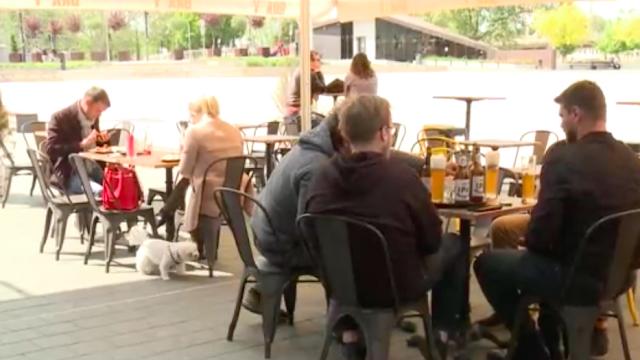 Győrben már ma kinyitottak az éttermek teraszai