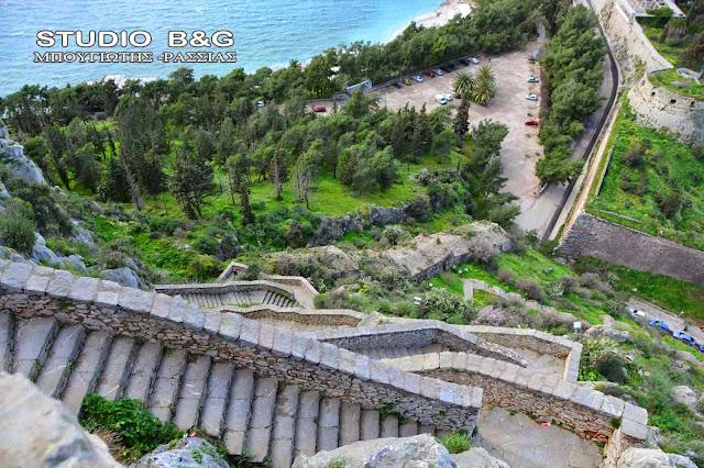 Έχει τελικά το Παλαμήδι 999 σκαλιά;
