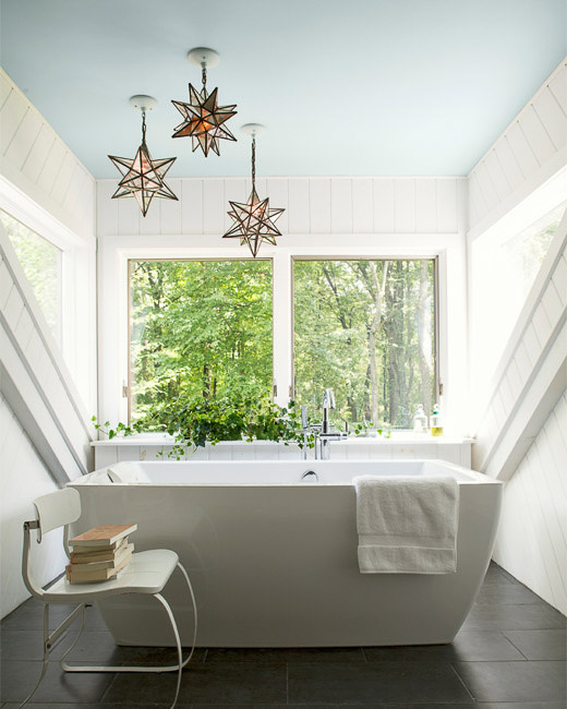 benjamin moore decorators' white bathroom