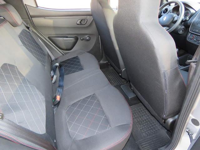 Renault Kwid 2018 - interior - espaço traseiro