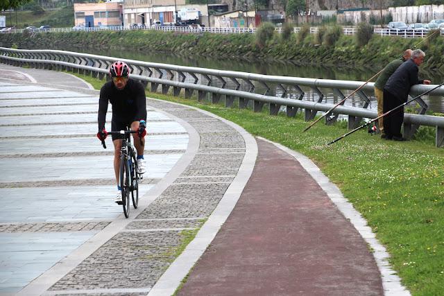 Tramo del carrilbici intermitente en la zona del puente de Kaiku