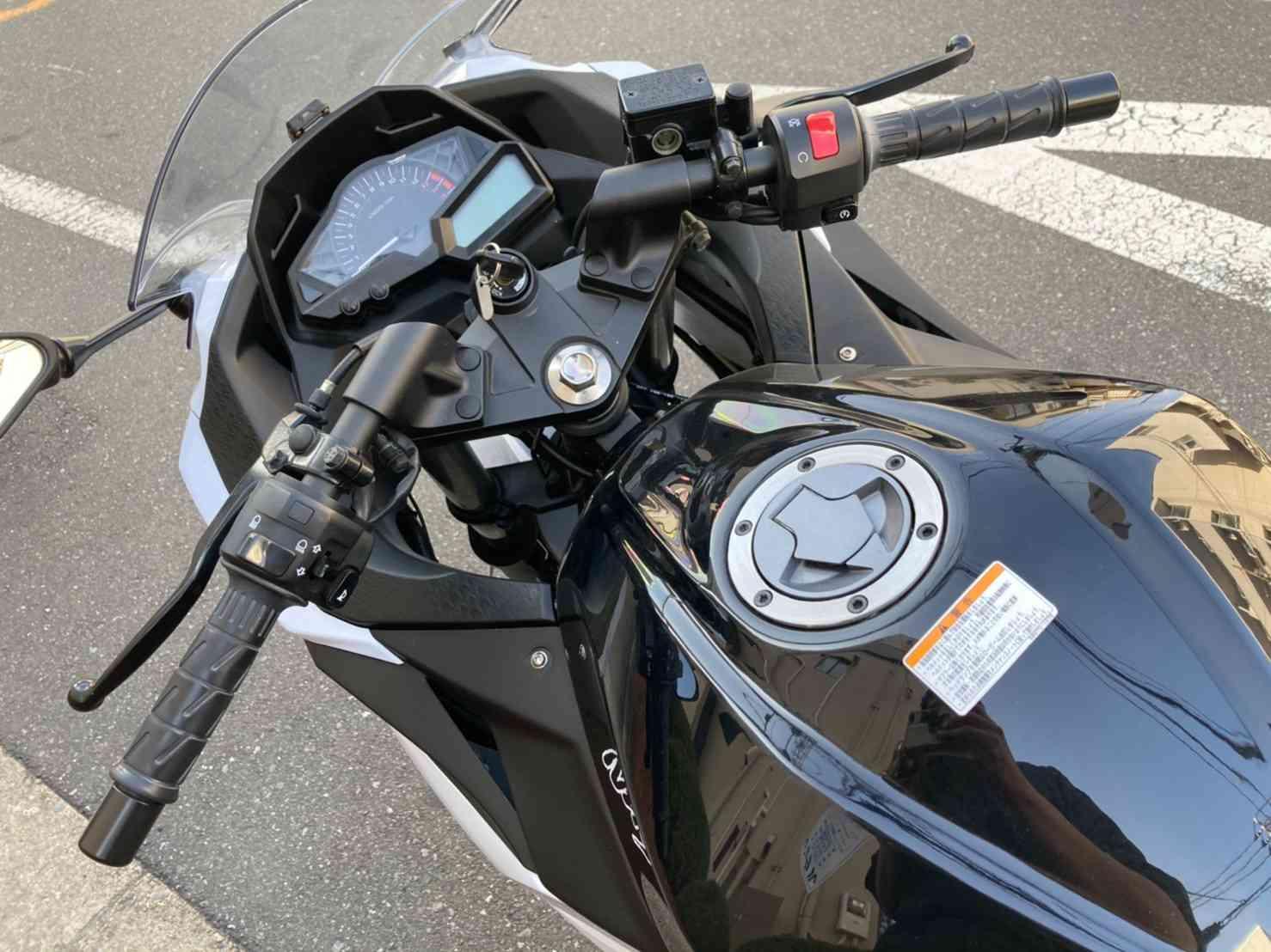 レンタルバイク【ニンジャ250】ハンドル周り画像