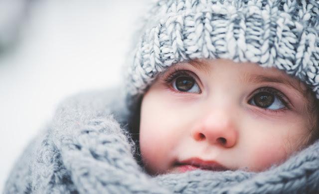 كيف تحمين طفلك من البرد القارس؟