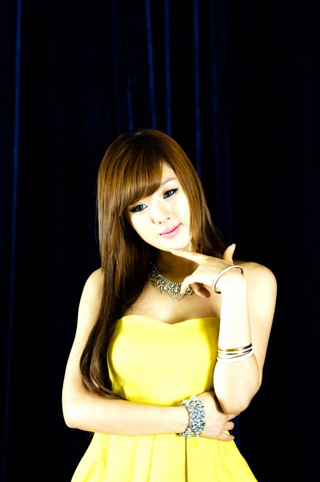 hwang mi hee sexy yellow dress 02