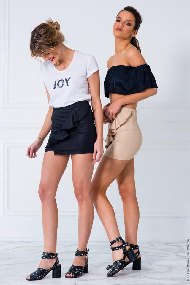 Looks con tops y minifaldas con volados. Moda 2018.